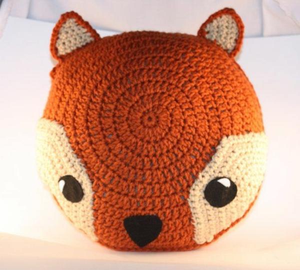 pouf-au-crochet-un-petit-renard-orange