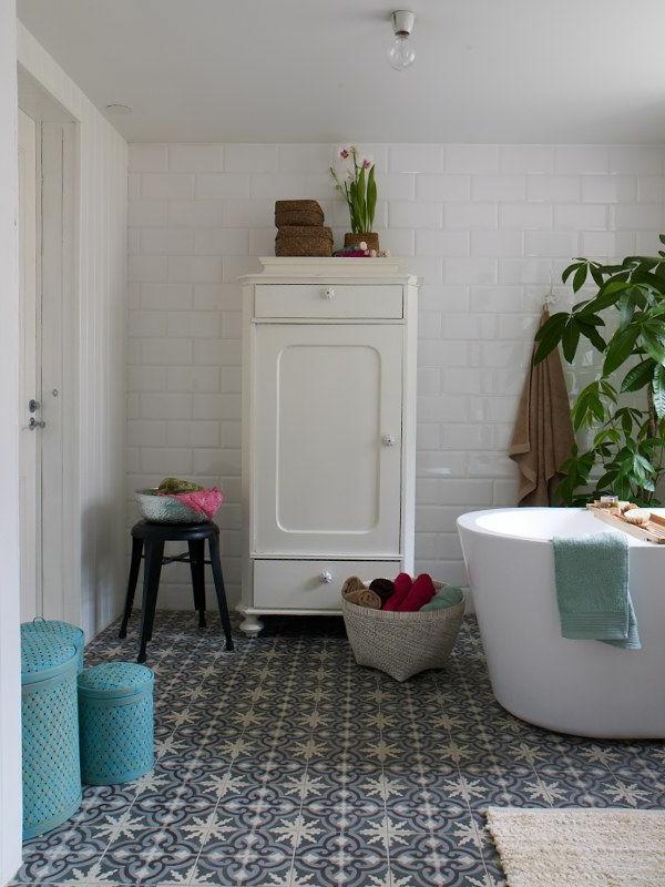 revêtement-de-sol-mosaïque-salle-de-bain-commode