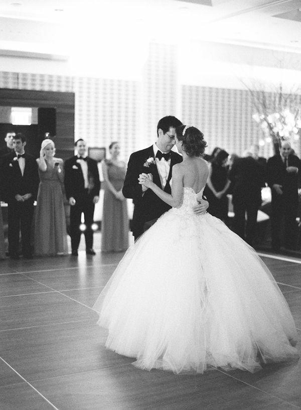 robe-de-mariée-inspirée-par-les-princesses-de-disney-couple-dansante