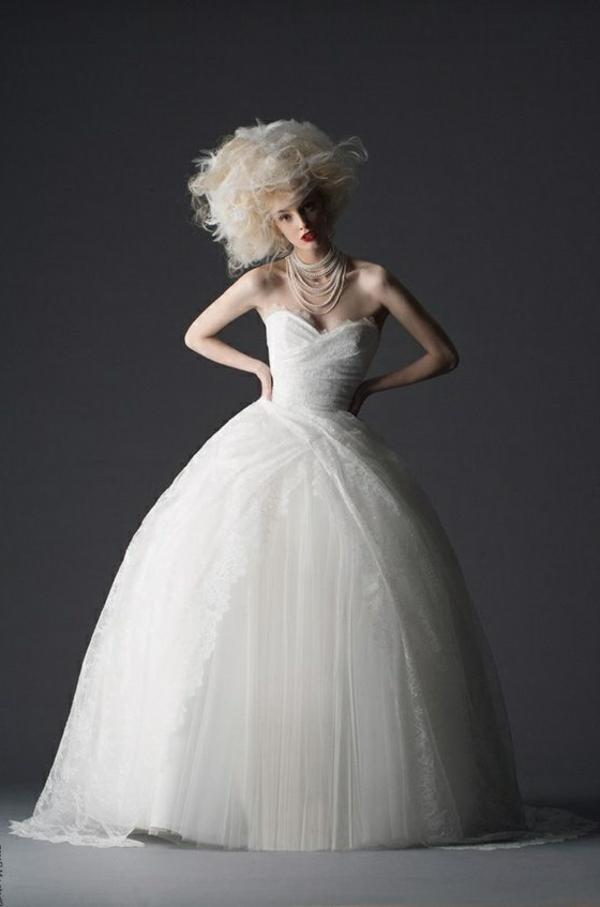 robe-de-princesse-adulte-elle-est-originelle-resized