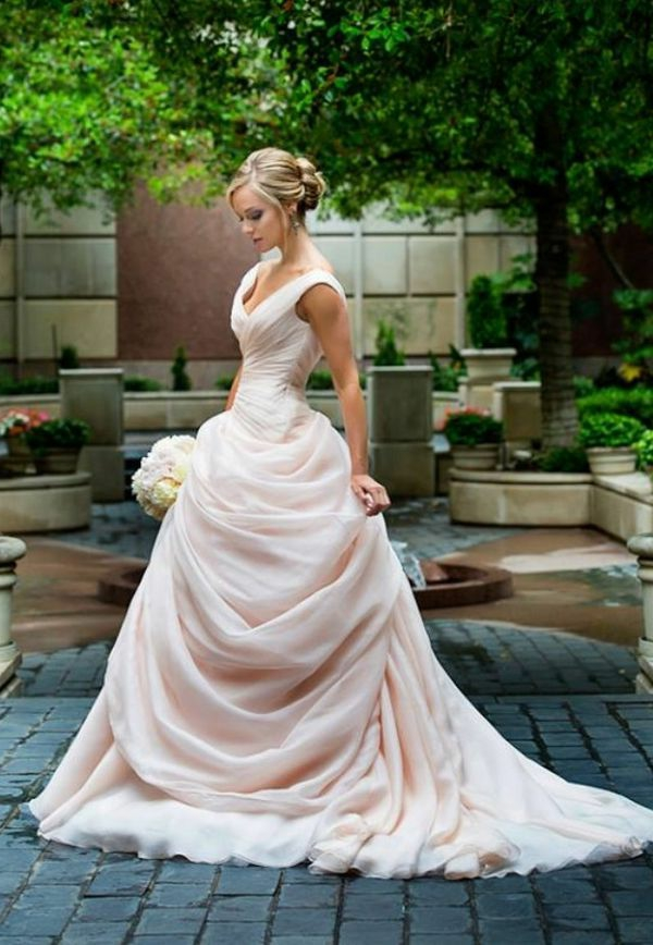 robe-de-princesse-adulte-mariée-blonde-bouquet-resized