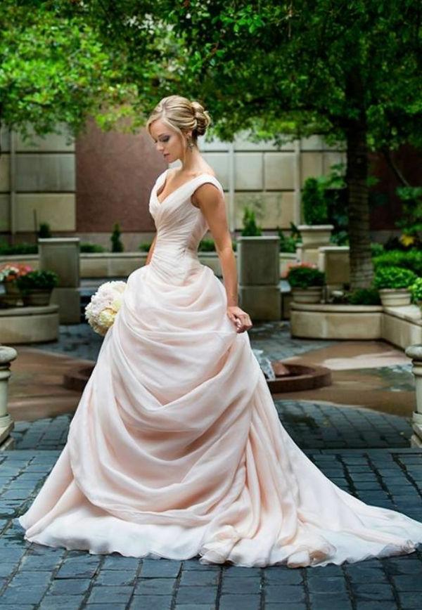 robe-de-princesse-adulte-mariée-blonde-bouquet-resized
