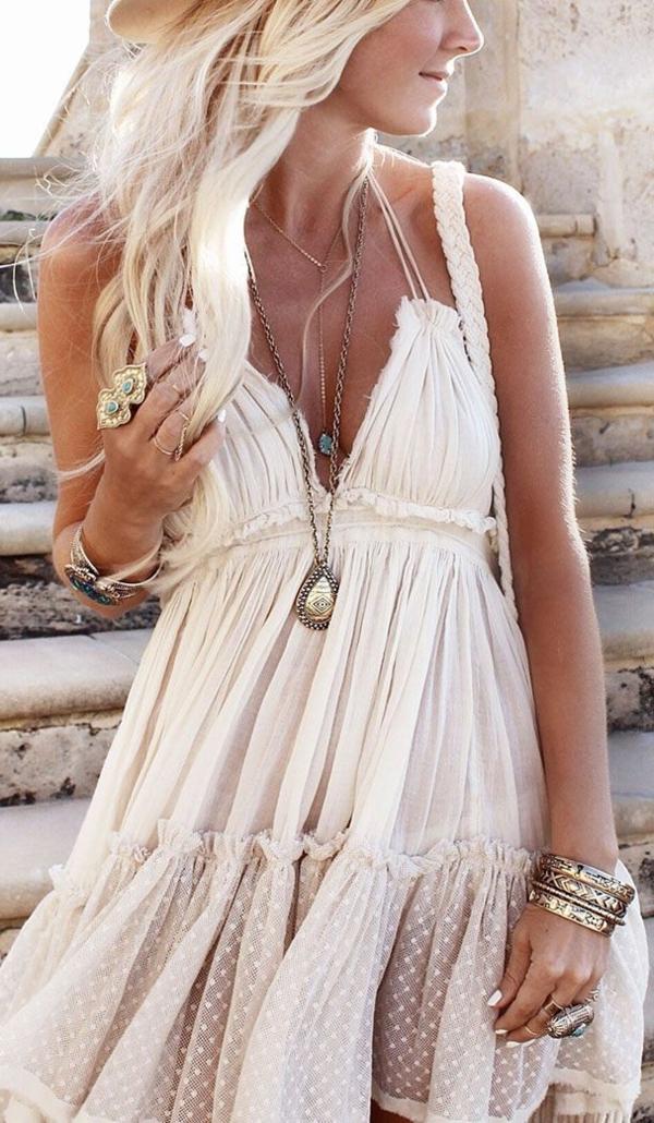 robe-hippie-chic-blanche-avec-bretelles