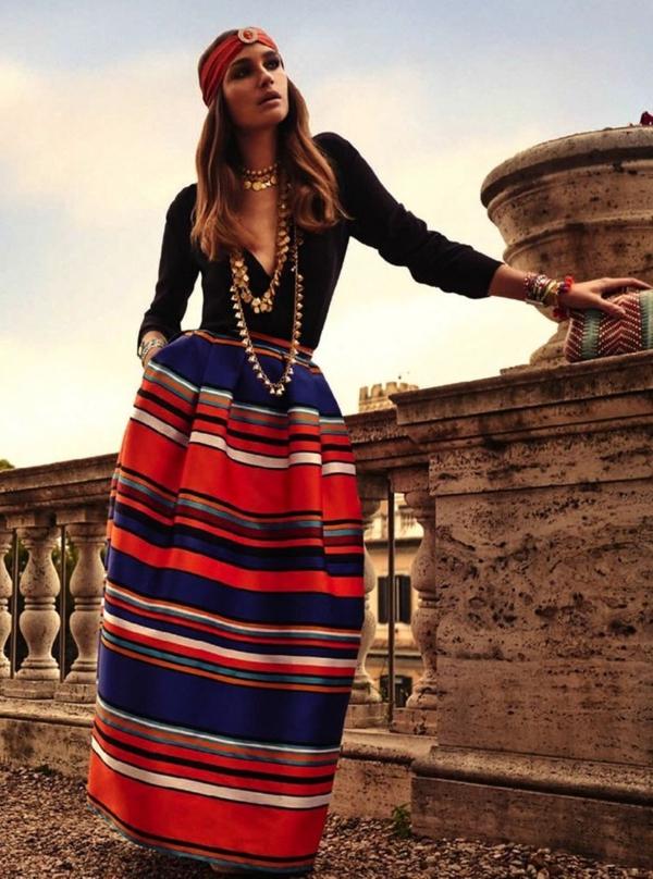 robe-hippie-chic-rayures-multicolores-bijoux-ethniques
