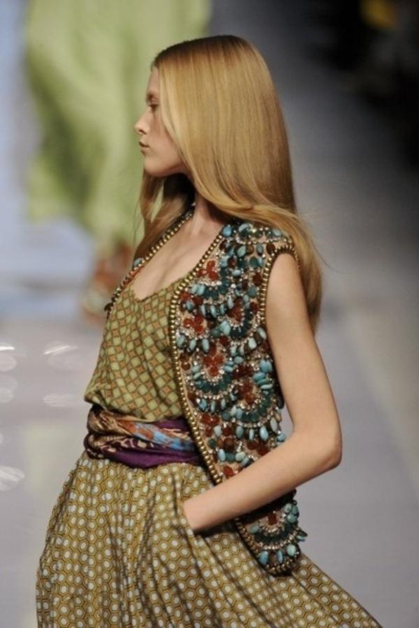 robe-hippie-chic-robe-longue-et-un-gilet-avec-ornements-en-matières-dures
