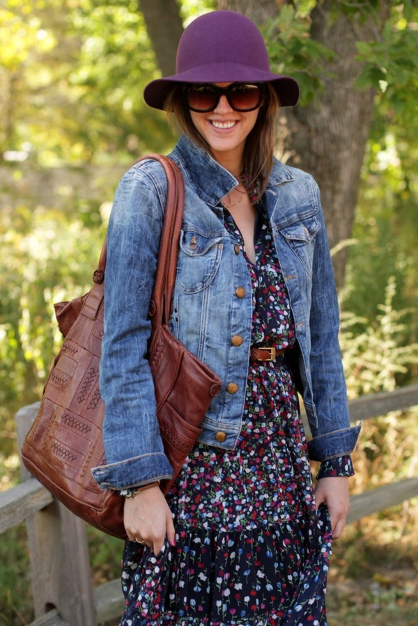 robe-hippie-chic-veste-en-debim-et-sac-marron