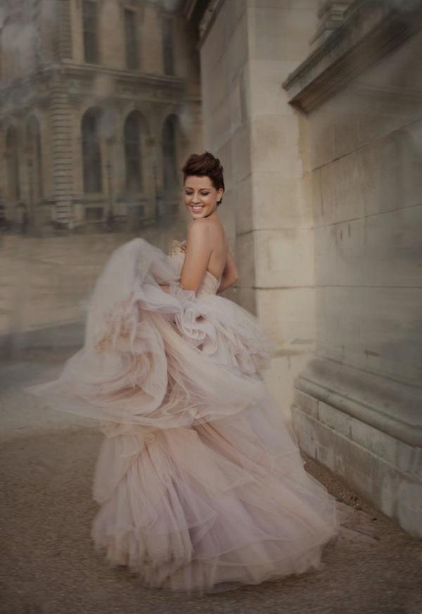 robe-princesse-pour-votre-mariage-royal-rose-flottante-robe