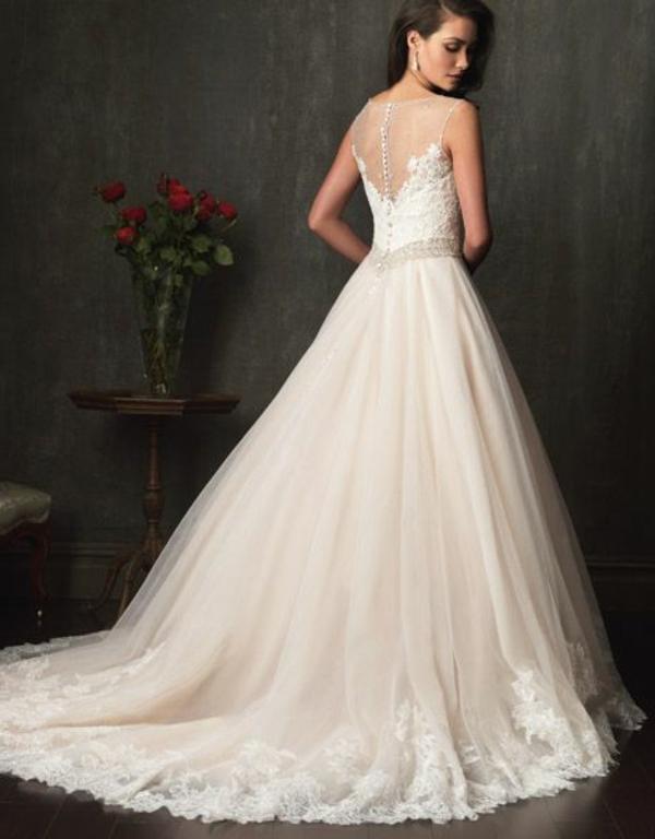robes-pour-une-mariage-de-princesse-le-dos-resized