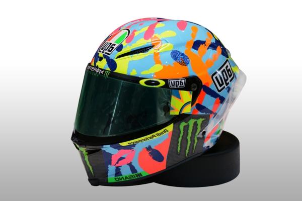 sécurité-sur-la-route-équipement-moto-casque-coloré