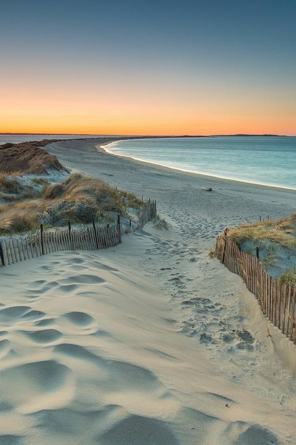 sable-blanc-au-couché-de-soleil