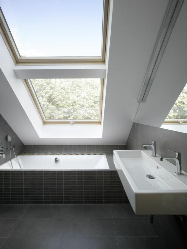 salle-de-bains-grise-baignoire-et-vasque-blanches
