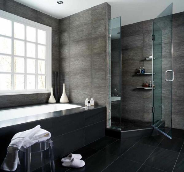 salle-de-bains-grise-cabine-de-douche-et-grande-baignoire-salles-de-bains-luxueuses
