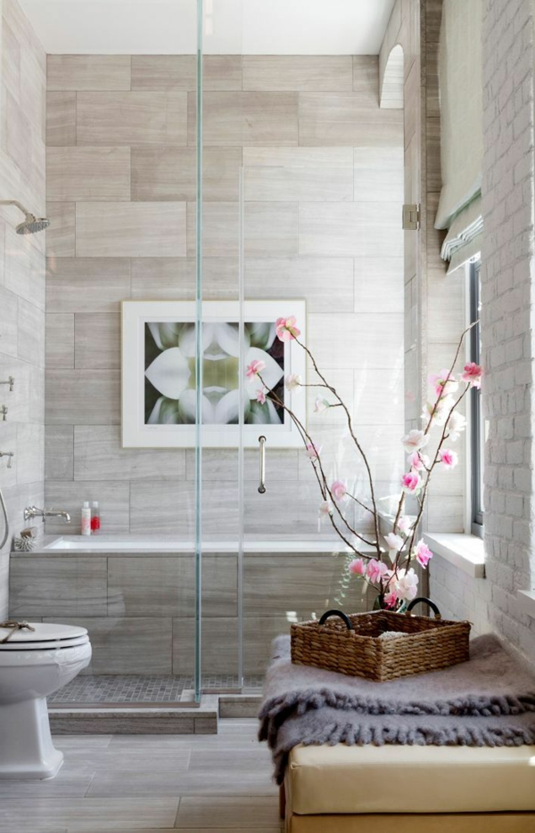 salle-de-bains-grise-décoration-florale