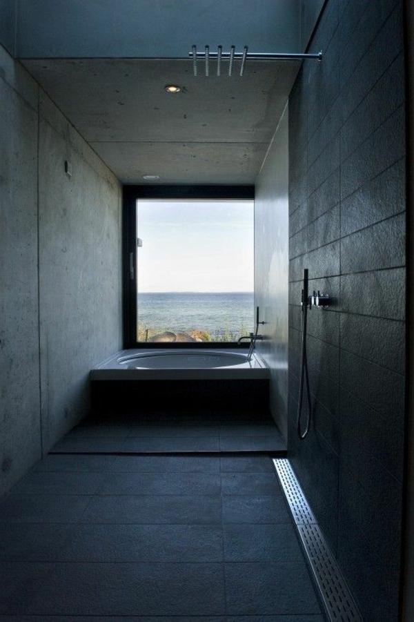 salle-de-bains-grise-et-fenêtre