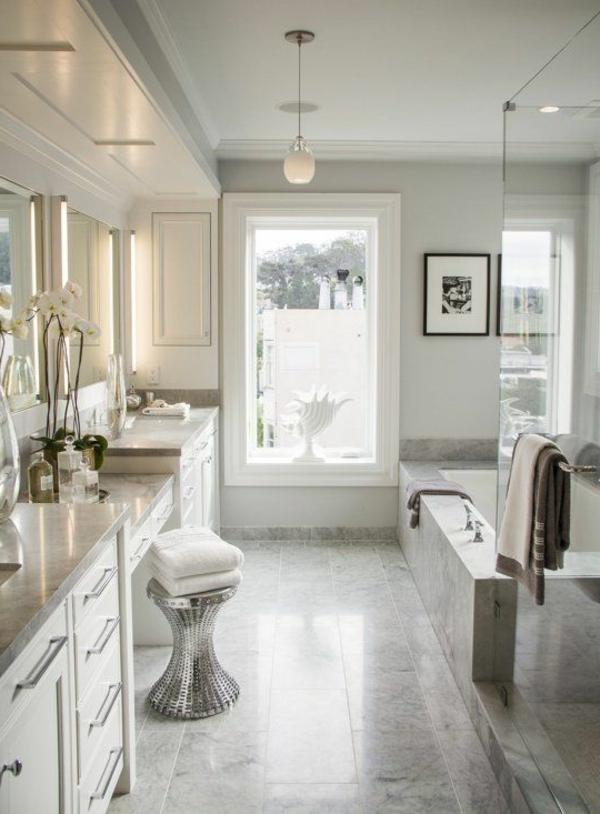 salle-de-bains-grise-petit-tabouret-argenté