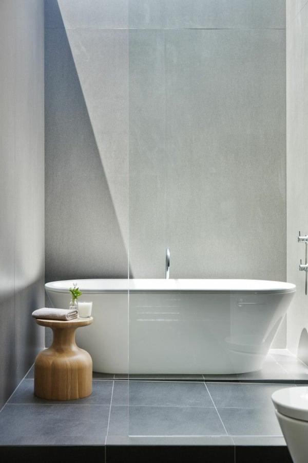 salle-de-bains-grise-petit-tabouret-en-bois