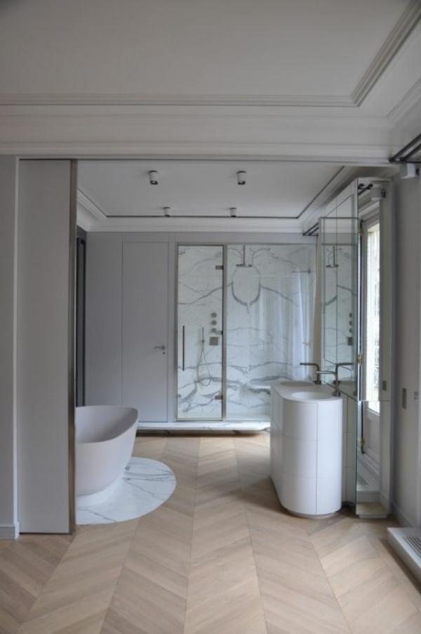 salle-de-bains-grise-une-grande-salle-de-bains-aristocratique