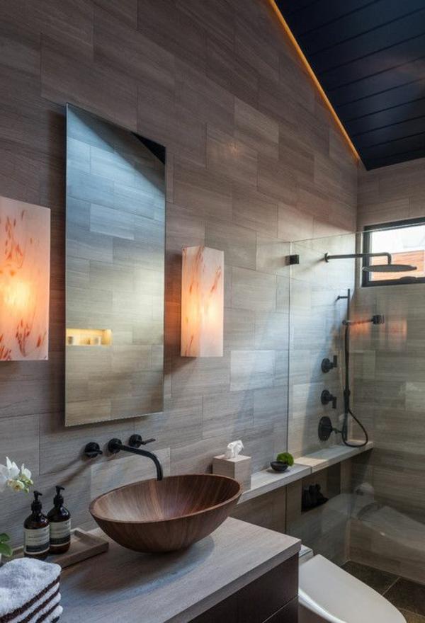 salle-de-bains-grise-une-vasque-bronzée-éclairage-unique-et-miroir-rectangulaire