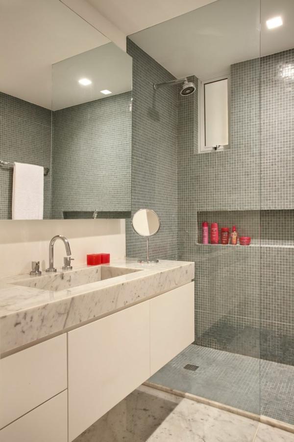 salle-de-bains-grise-vasque-en-marbre-petites-tuiles-murales