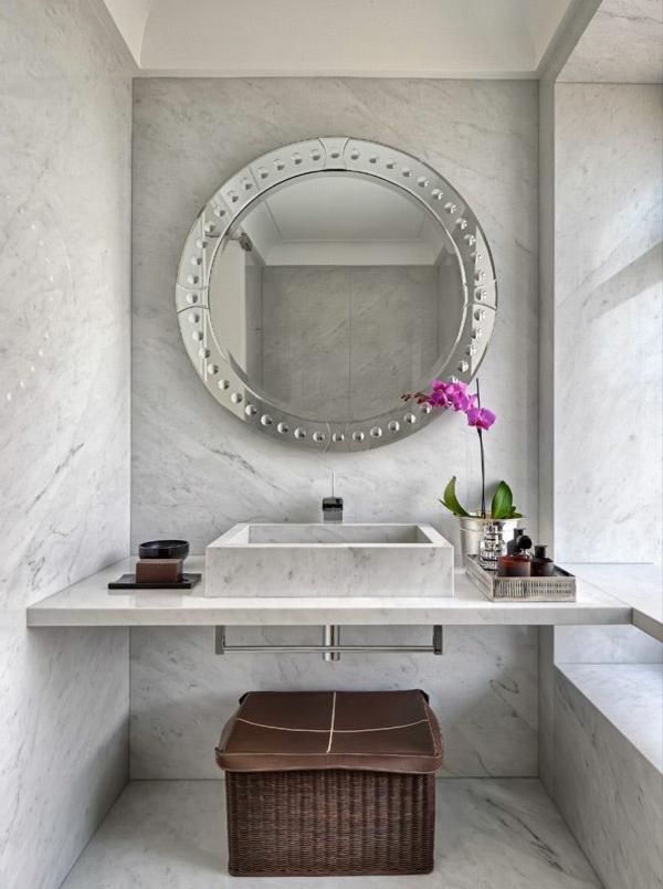 salle-de-bains-grise-vasque-rectangulaire-et-un-miroir-rond