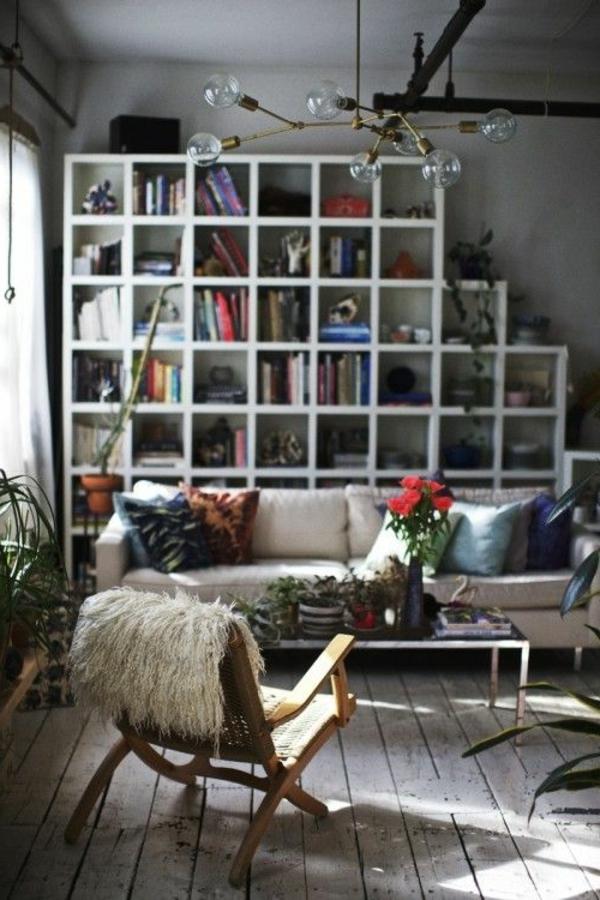 salon-avec-fauteuil-papillon-bois