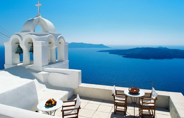 santorini-greece-photo-eglise-terasse-chaises