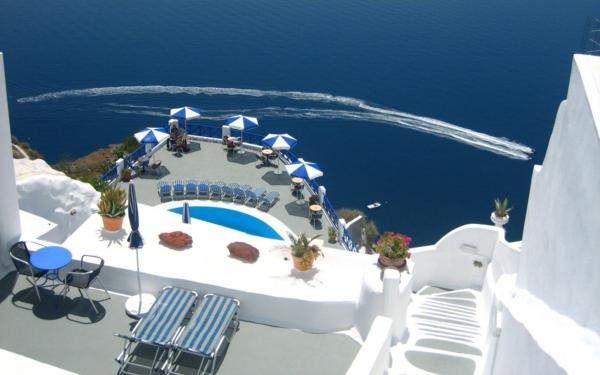 santorini-greece-photo-hotel-terasse-chaise-longue