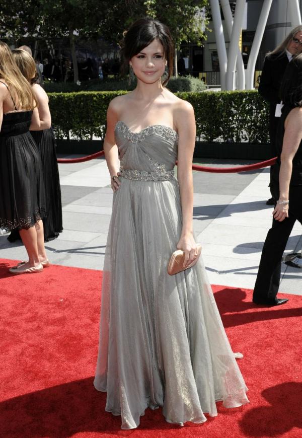 selena-gomez-inspiration-robe-que-une-princesse-va-porter-pour-son-balle-de-promo