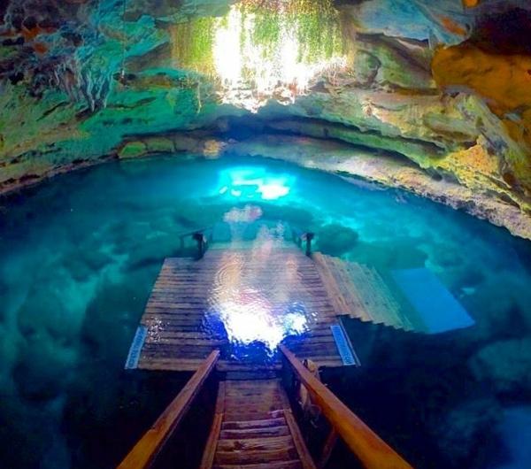 source-chaude-lac-cave-jolie-couleurs