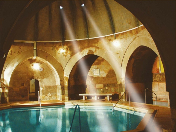 source-de-eau-chaud-les-bains-Kiraly-a-Budapest-resized