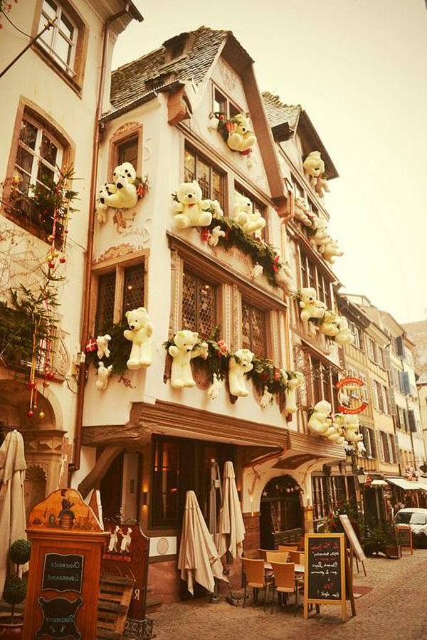 strasbourg-alsace-france-belle-vue-rue-restaurant