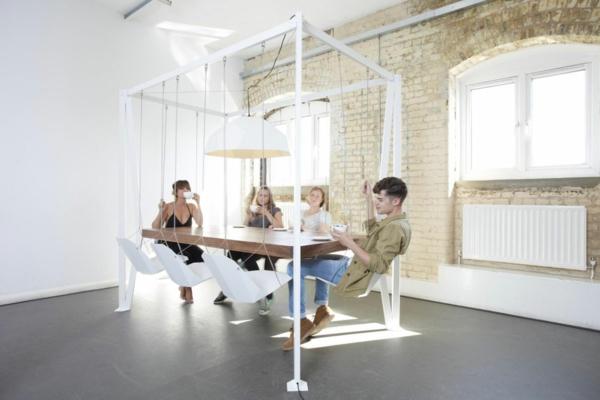 table-chaise-balancoire-salle-à-manger