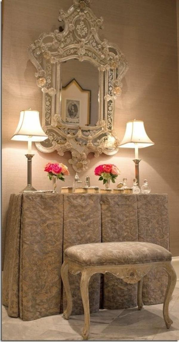 table-de-maquillage-avec-miroir-vintage