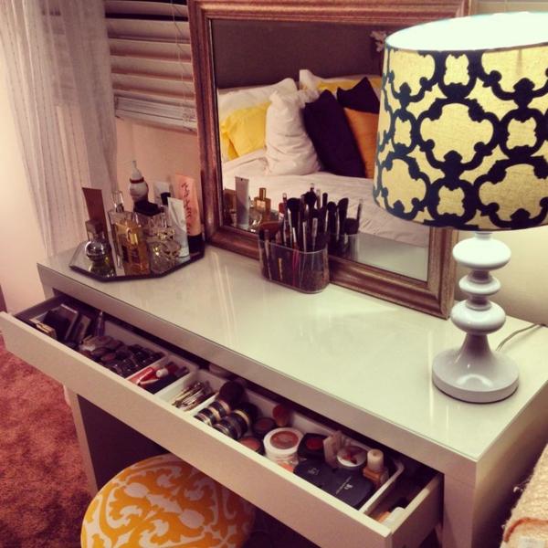 La table de maquillage pour votre coin de beaut for Table pour chambre a coucher