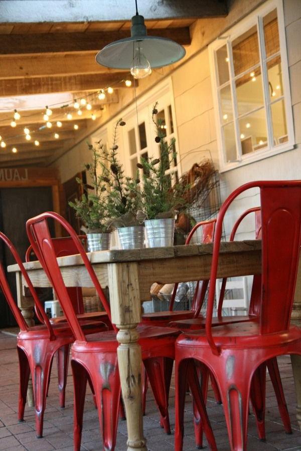 table-en-bois-chaises-fer-forgé