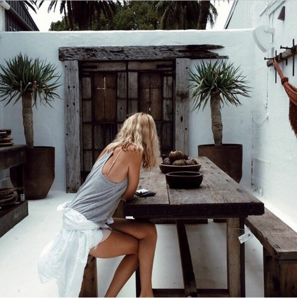 table-pour-jardin-cour-maison