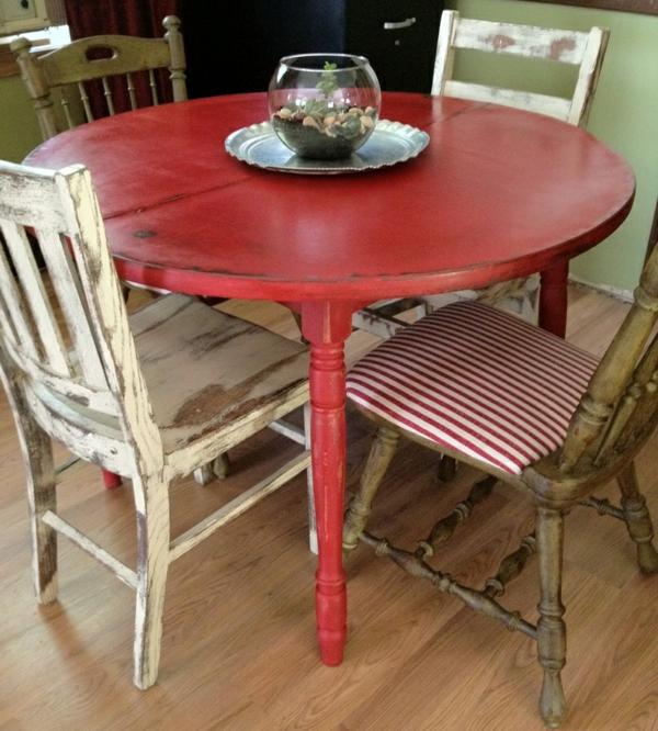 Mettez un meuble rouge pour enrichir l int rieur for Renover une table en bois