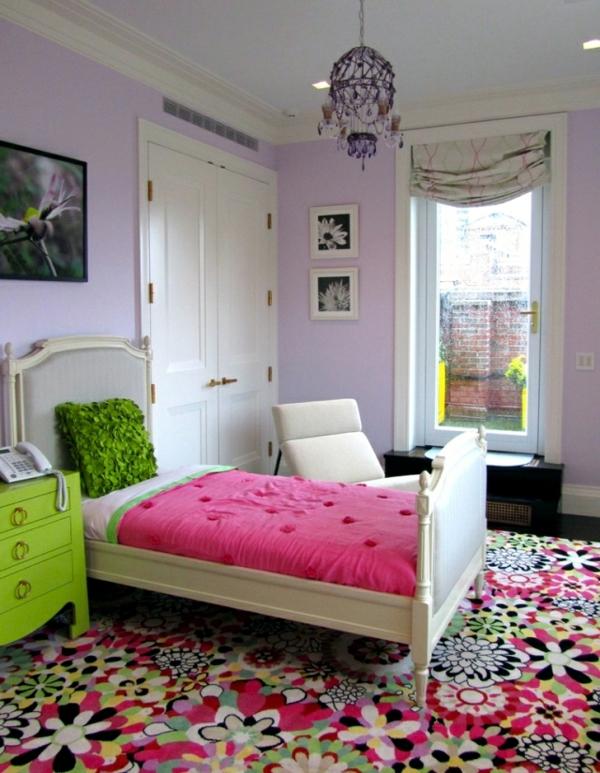 tapis-multicolore-chambre-à-coucher-colorée-et-belle