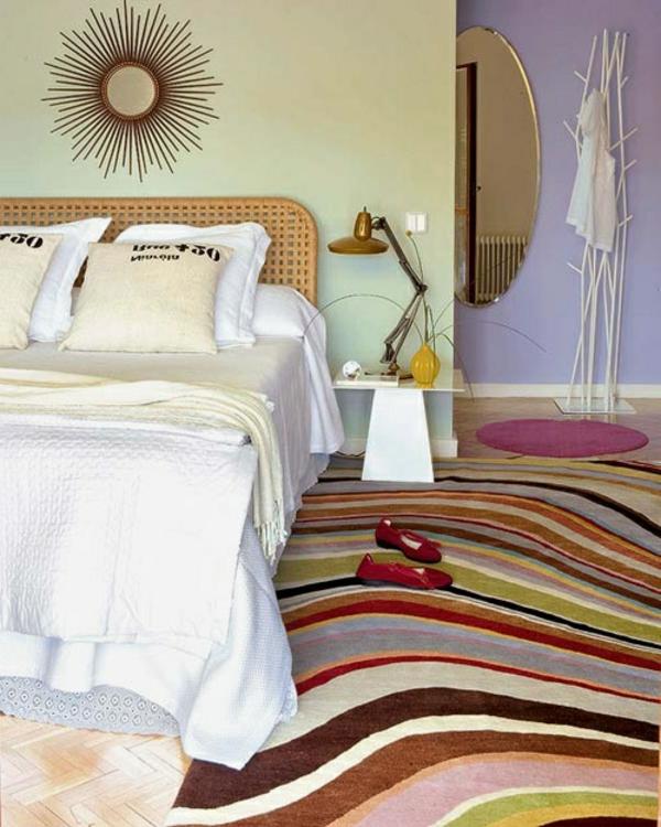 tapis-multicolore-dans-la-chambre-à-coucher