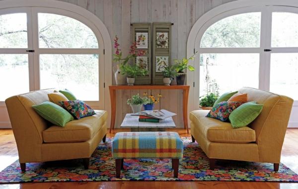 tapis-multicolore-et-deux-sofas-jaunes