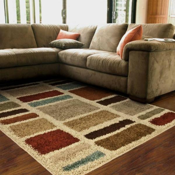 tapis-multicolore-et-sofa-beige