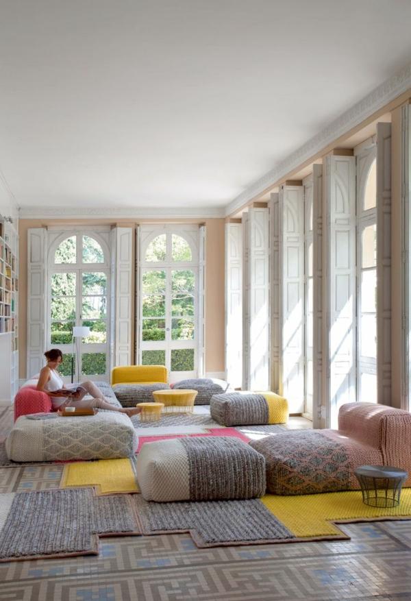 tapis multicolore, coussins de sol rectangulaires