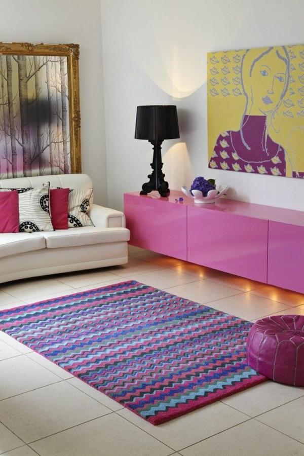 tapis multicolore, une chambre en couleurs coquettes et lampe noire ...