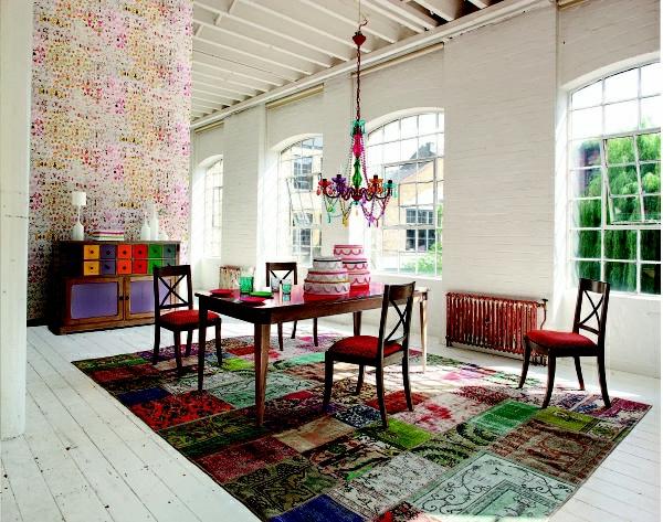 tapis-multicolore-un-intérieur-roche-bobois