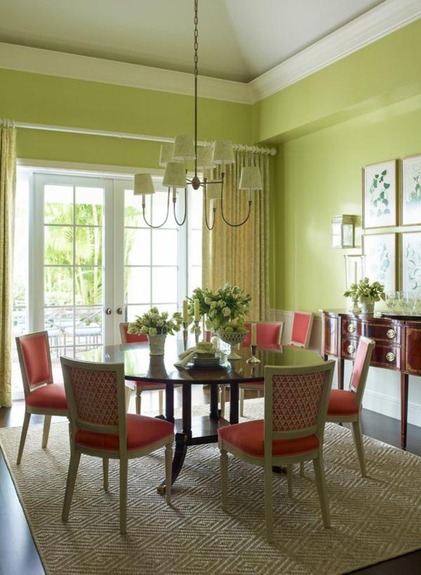 tapis-sisal-chaises-vintage-murs-verts-pâles