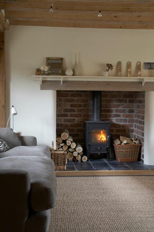 tapis-sisal-et-décor-rustique-avec-cheminée