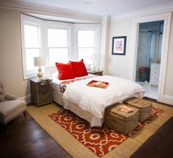 tapis-sisal-et-un-tapis-géométrique-dans-la-chambre-à-coucher