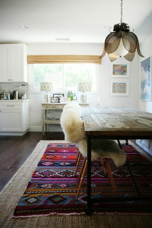 tapis-sisal-et-une-carpette-en-couleurs-vives