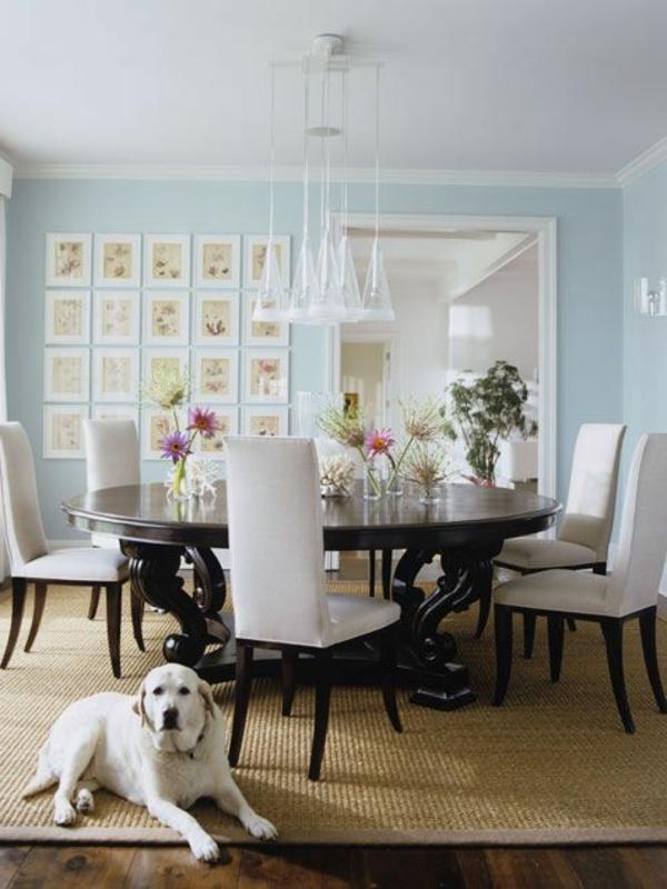 tapis-sisal-grande-table-ovale-en-bois-foncé