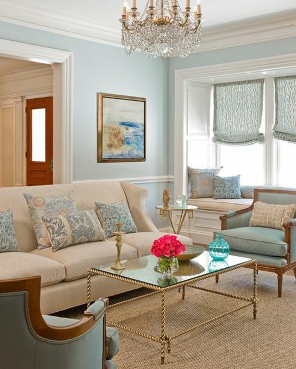 tapis-sisal-plafonnier-victorien-une-table-en-fer-et-verre-sophistiquée